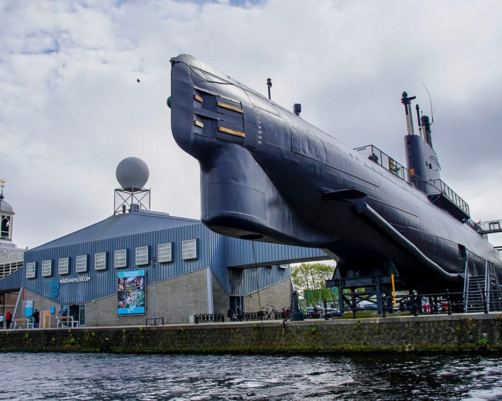 Duikboot De Tonijn bij het marinemuseum
