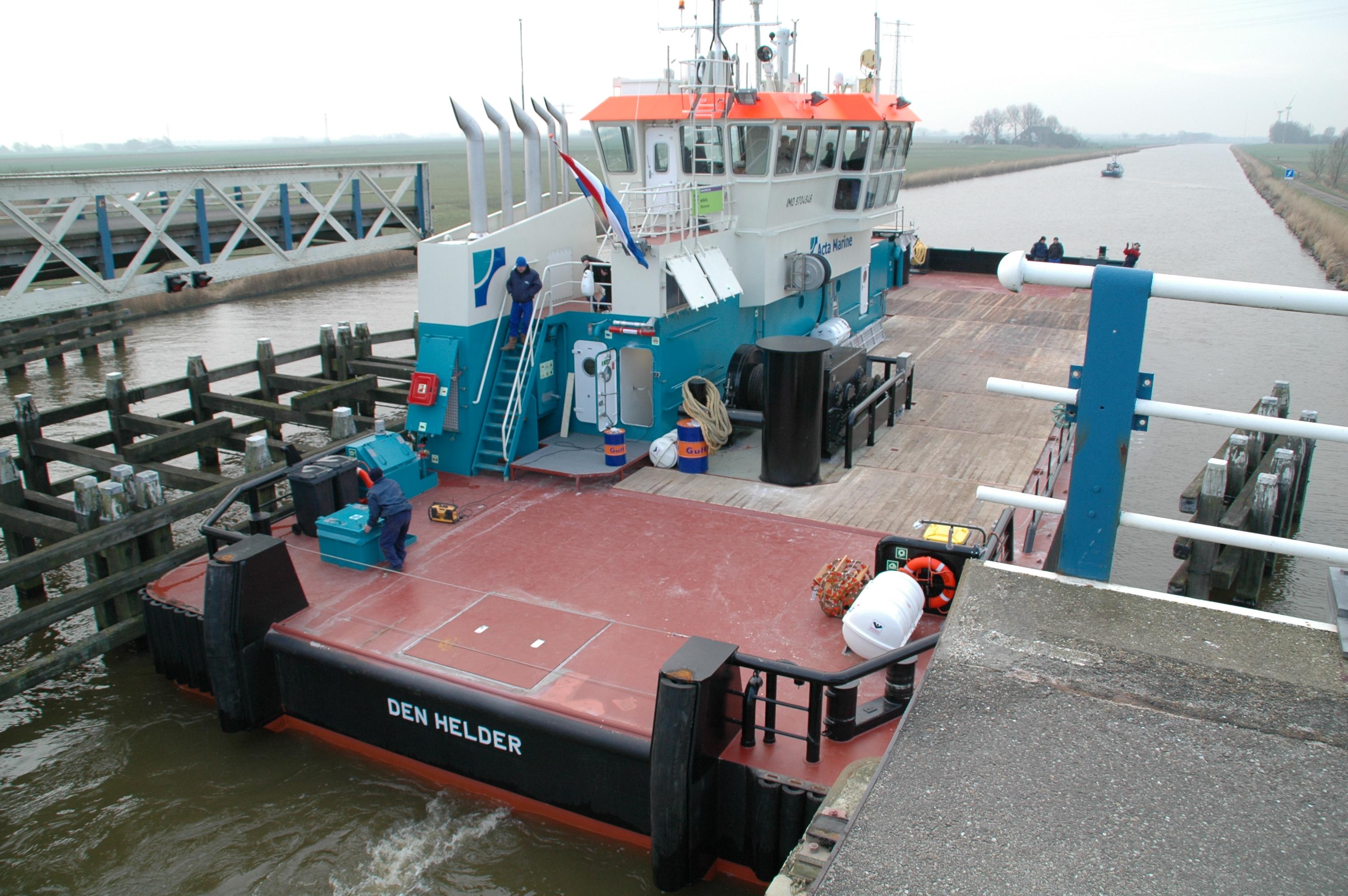 Schip de Coastal Chariot in het kanaal