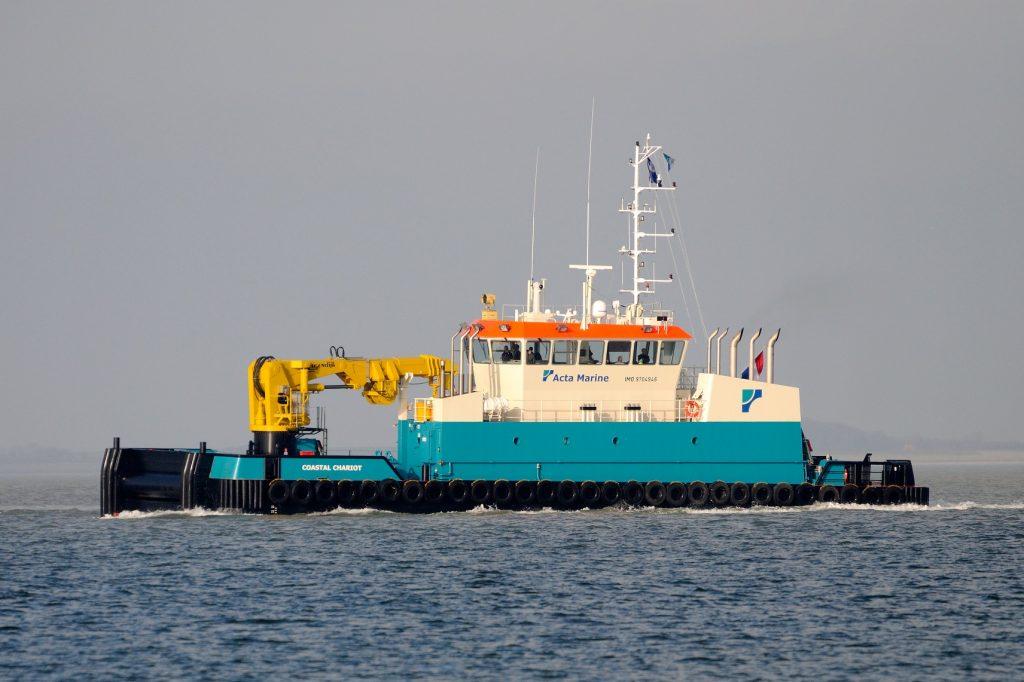 Schip de Coastal Chariot op zee